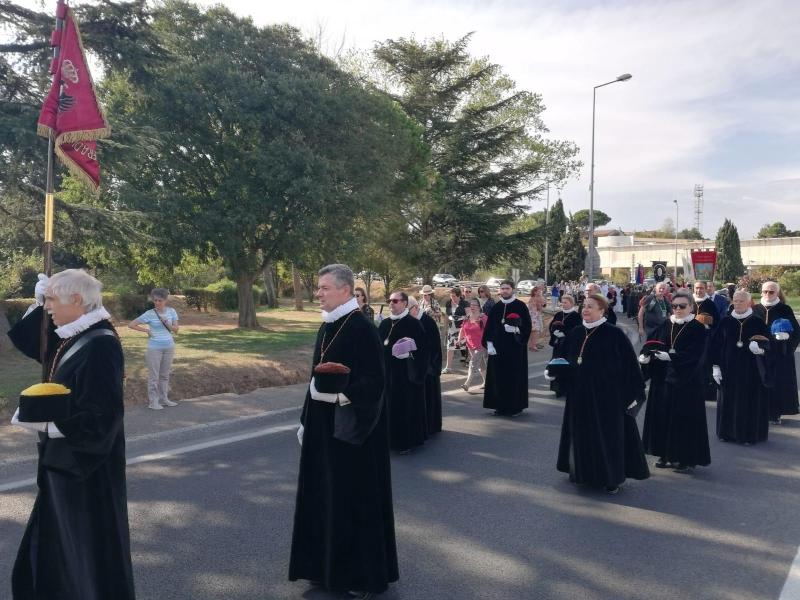 Peregrinación de Cofradías a la Abadía de Saint Gilles (15)