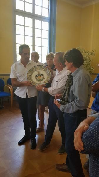 Recepción enel Ayuntamiento de Aigus Mortes (1)